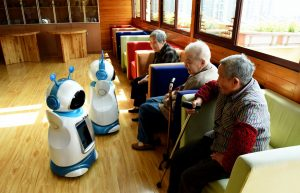 bien-veillir-en-chine-personne-agee-robot